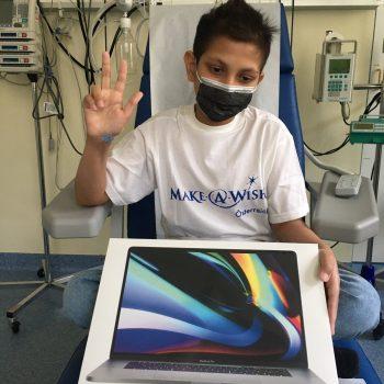 Ali's Traum vom MacBook Pro wird wahr!
