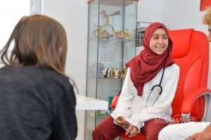 Azra wünscht sich eine Ärztin zu sein