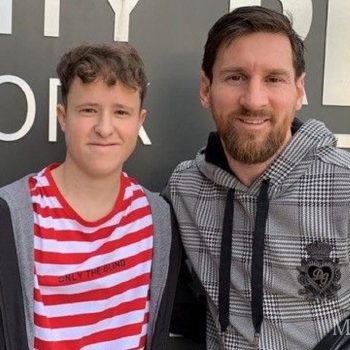 Florian trifft sein Idol Messi in Barcelona
