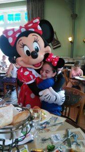 Fatima reist ins Disneyland® Paris