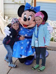 Lena erobert Disneyland