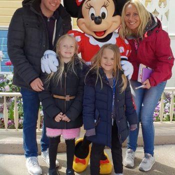 Mia reist ins Disneyland Paris
