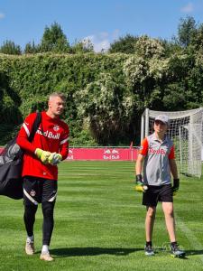 Michael trifft FC Red Bull Tormann Alexander Walke
