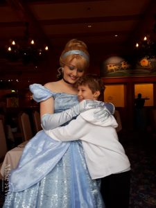 Tina besucht das Disneyland Paris