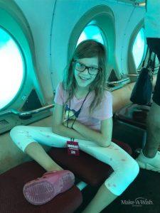 Bianca erforscht in einem U-Boot das Meer