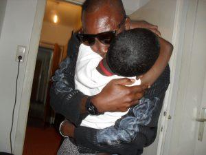 Hilda bekommt Besuch von ihrem Onkel aus Ghana