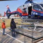 Tobias fliegt mit dem Polizeihubschrauber