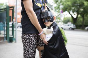 Luca als Batman im Disneyland Paris